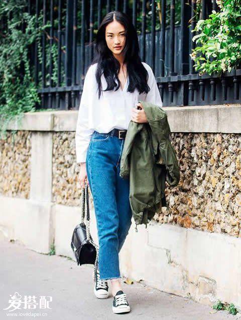 牛仔裤+球鞋,简单才是最高级的穿搭