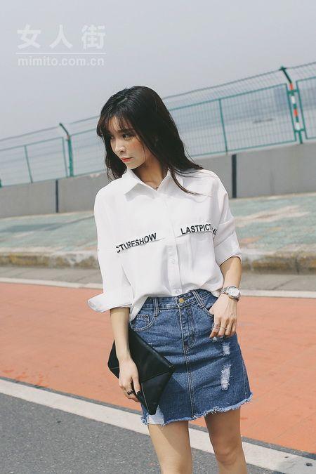 女生衬衫搭配示范 柔美中透着硬朗